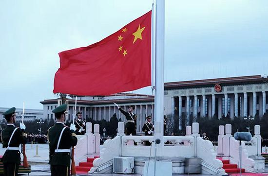 天安门国旗护卫队升旗。 展旗手 杨博 供图