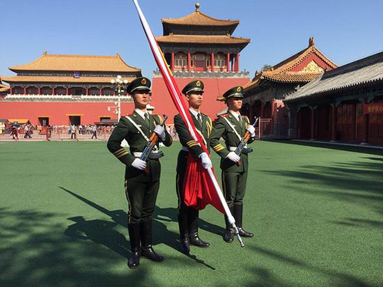 天安门国旗保护队员在驻地练习。 磅礴消息记者 李延兵 摄