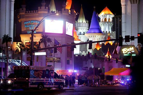 美国拉斯维加斯警方2日说,1日晚间发生的枪击事件已经造成至少59人丧生,另有527人受伤。新华社 图