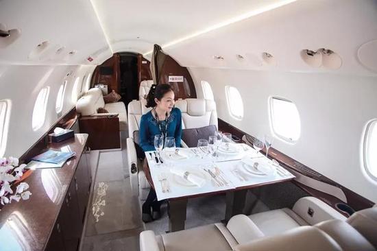 (公务机的服务品质不是商业航班所能比的。图/视觉中国)