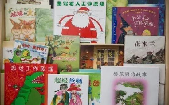 ▲韦德小学中文教室的图书角 (图片来源:每日电讯报)