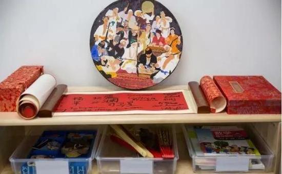 ▲教室里的中文角 (图片来源:独立报)