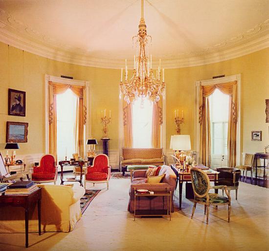 黄色椭圆形办公室