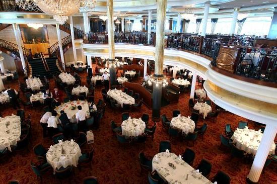 """这是停泊在上海的皇家加勒比国际游轮旗下豪华邮轮""""海洋航行者""""号的餐厅,可容1500人同时就餐(6月19日摄)。新华社记者 陈飞摄"""