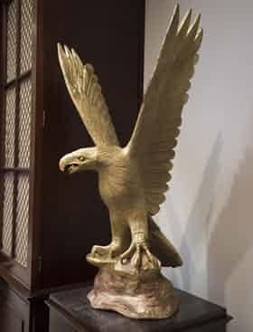 特朗普选择的老鹰雕塑
