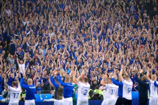 冰岛球迷很多和球员都是亲戚。