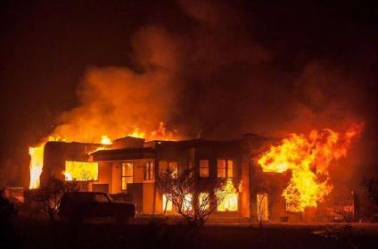 实拍美国加州山火蔓延 小镇已成人间地狱