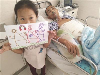 小坤洁画了200多幅这样的简笔画,想卖画救父。