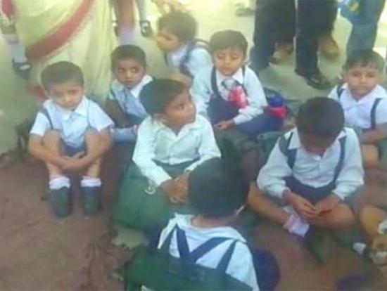 300名印度儿童因不适住院