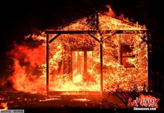 当地时间10月10日,美国北加州大火灾情仍在继续扩大。