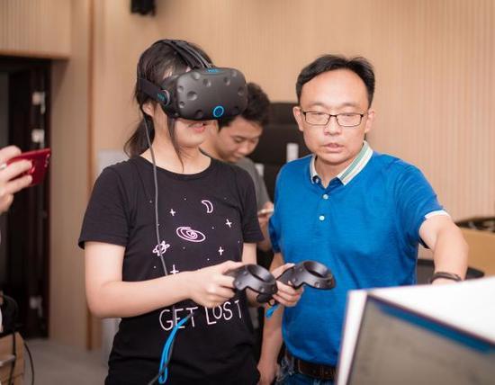 2014级环境工程专业的本科生,首次体验了虚拟现实教学与实训。