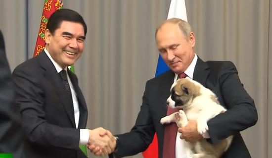 土库曼斯坦总统送普京小狗
