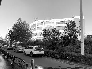 双龙大道南京万帮奔驰4S店大楼