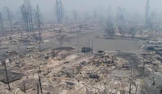 航拍加州火后惨象:小城变废墟