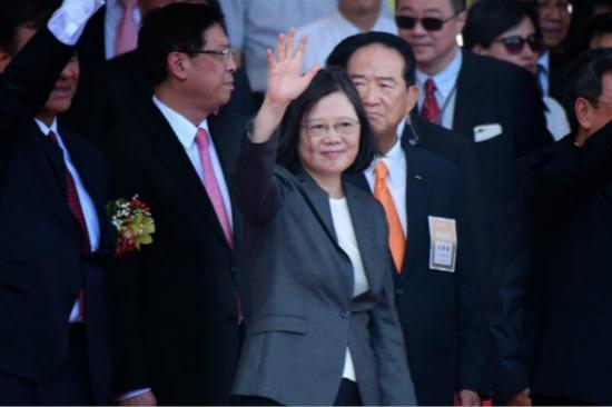 图为台湾地区领导人蔡英文与亲民党主席宋楚瑜(图片来源:台湾今日新闻网)