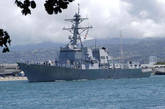 """美国海军""""查菲""""(USS Chafee)号导弹驱逐舰。"""