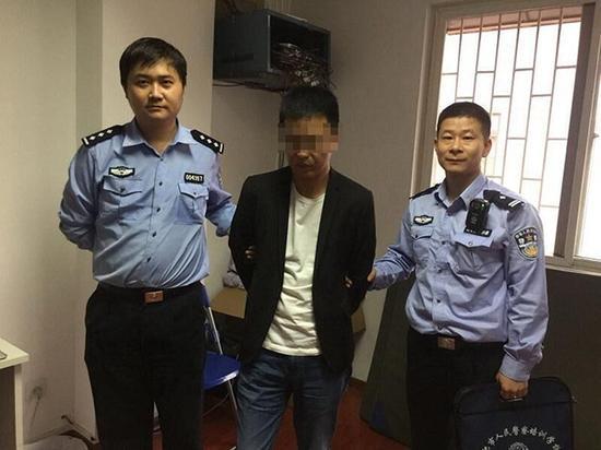 男子因涉嫌信用卡诈骗被网上追逃,在合肥大东门被警方抓获