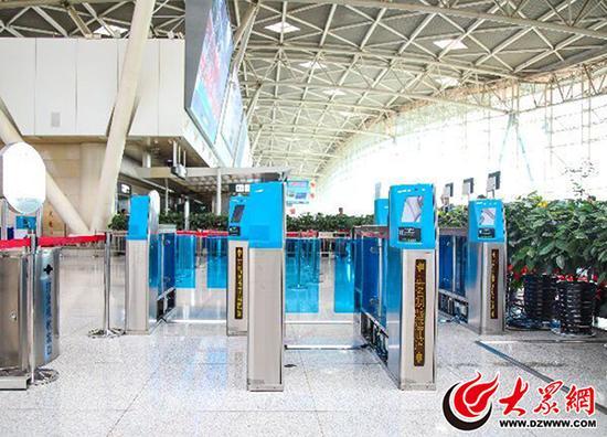 济南机场实名制验证系统于13日正式启用。 本文图均为 大众网 图