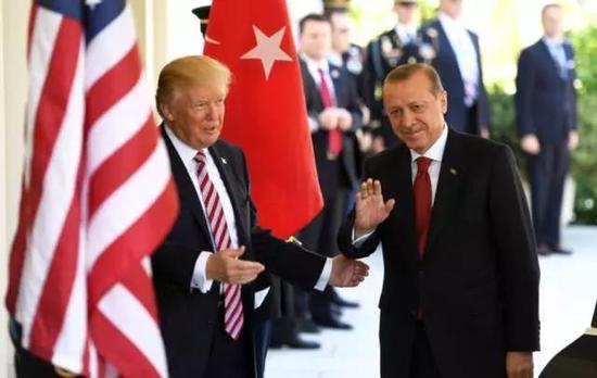 美国与土耳其,曾经北约的两个盟友最近却闹得不可开交。
