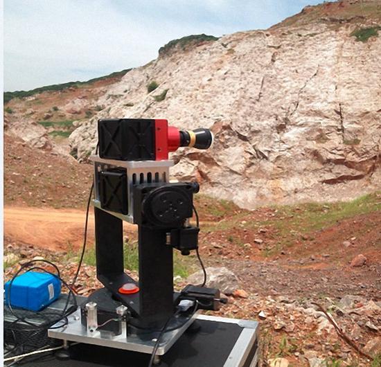 遥感地质应用微型高光谱成像仪与数据分析系统设备外形   江苏省光谱成像与智能感知重点实验室供图