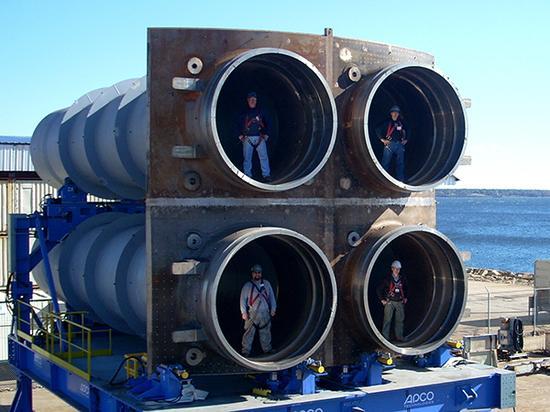 """""""哥伦比亚""""级潜艇采用了通用导弹舱段设计,每个通用导弹舱段配备了4根导弹发射管。"""