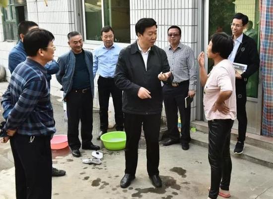 刘宝玲在容城县走访调研。刘向阳摄