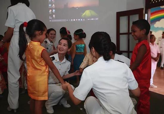 水师官兵与斯里兰卡小朋侪一起过国际六一儿童节