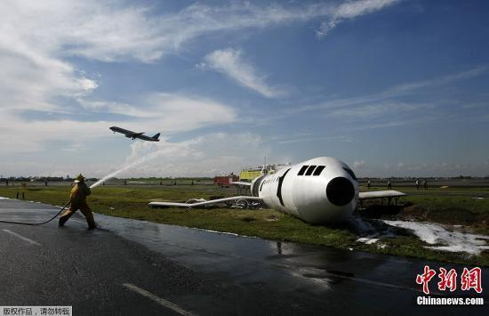 资料图:菲律宾一国际机场正在进行紧急着落模拟演练。