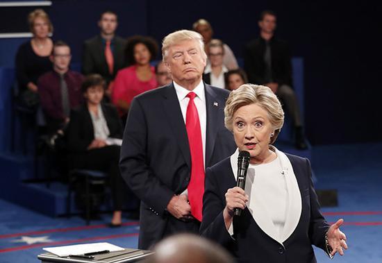 希拉里·克林顿与唐纳德·特朗普频频互怼。东方IC 资料