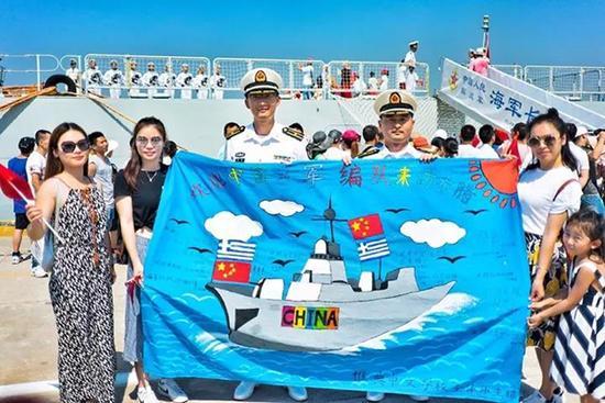 希腊华人华侨接待祖国军舰来访