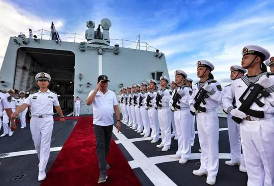 菲律宾总统杜特尔特登临长春舰