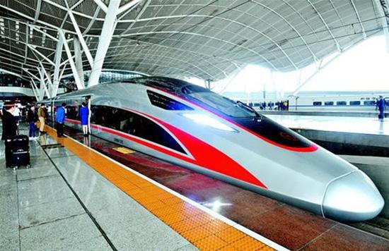 """昨日下战书,""""再起号""""动车组首次抵达武汉站。楚天都市报 图"""