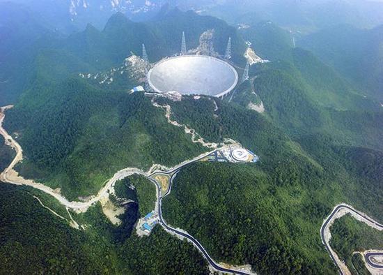 """""""中国天眼""""FAST位于贵州深山中。 东方IC 资料图"""