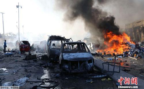 当地时间10月14日,索马里首都摩加迪沙KM5路口发生汽车炸弹袭击事件。