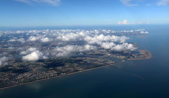 航拍琼州海峡海口地貌。东方IC 资料