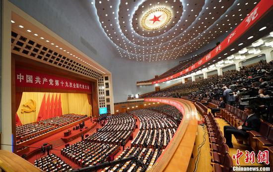 10月18日,中国共产党第十九次天下代表大会在北京人民大礼堂开幕。中新社记者 毛建军 摄