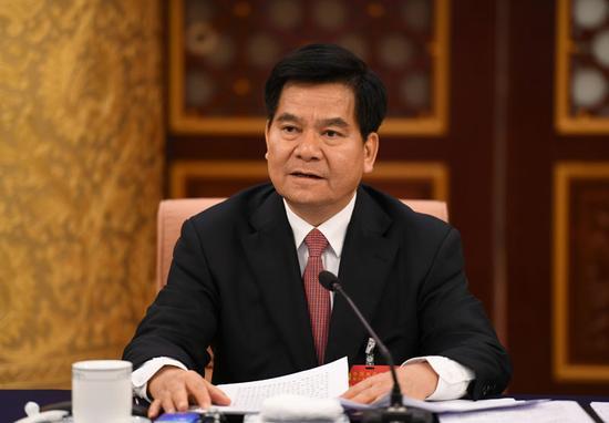 自治区党委书记、人大常委会主任李纪恒在讨论报告时发言。内蒙古日报社融媒体记者 袁永红 摄