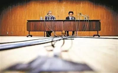 神户制钢所常务执行官召开发布会。 资料图