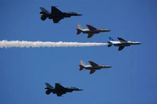 日本航空自卫队飞机编队。资料图