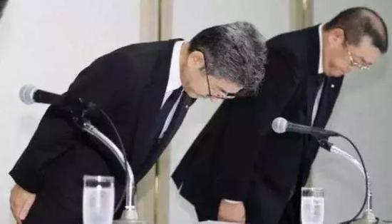日本神户制钢董事长兼社长川崎博道歉。资料图