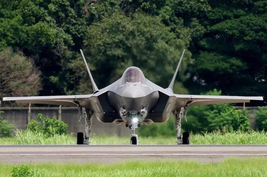 ▲日本首架国产F-35J隐身战机