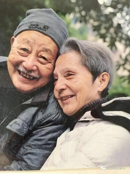 这对跨国恋人25岁相遇83岁成婚:恨不相逢未娶时