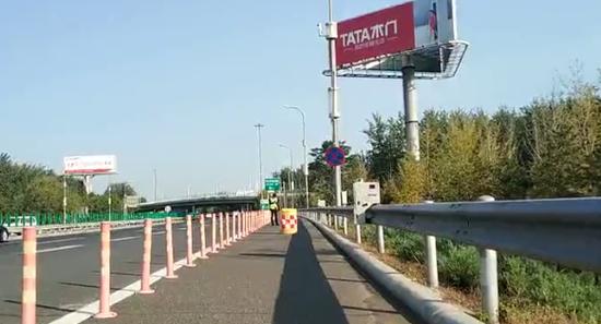 移动式护栏巡逻执法机械人
