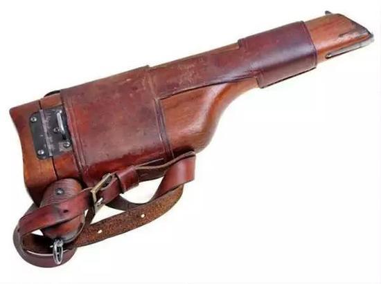 """看看驳壳枪的枪套,就知道为什么叫""""盒子炮""""了。"""