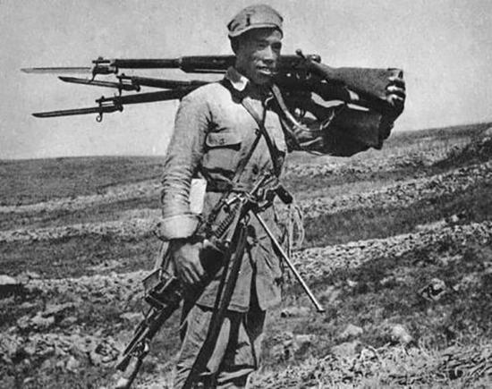 百团大战中,八路军缴获的三八式步枪。
