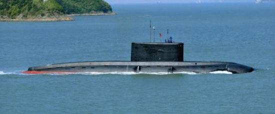 """驻三亚的潜艇部队装备有俄制636M型常规潜艇,新闻中提到的可能是给一艘""""基洛""""艇安装永磁电机进行试验。观察者网 图"""