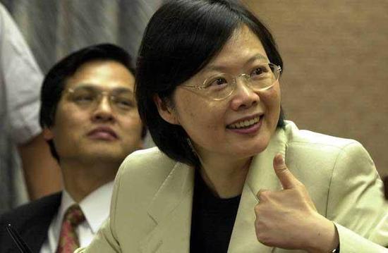 蔡英文2002年接受台政府陆委会主委期间。(图源:中时电子报)