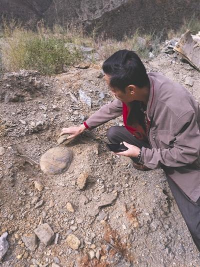 川陨会成员前往云南寻找陨石