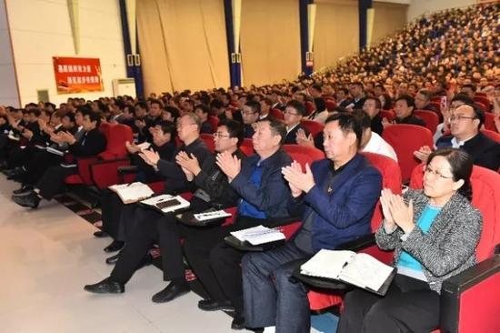 来自区县城市四级干部跟局部企业代表加入了讲演会。