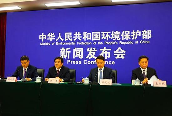 10月31日,北京市环保局局长方力出席环保部例行发布会。澎湃新闻记者 刁凡超 图